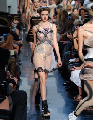 Jean-Paul-Gaultier-defile-printemps-ete-2012_fashionshow-2